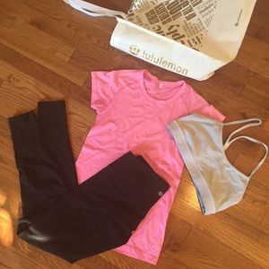 Lululemon leggings and bra with tote